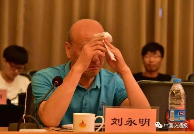 京新高速建设幕后:工人两月不洗澡 出汗只能等晒干